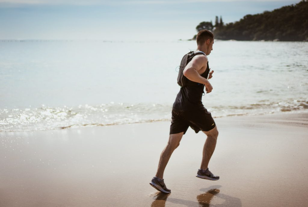 CORRERE SULLA SPIAGGIA - RUNNING ON THE BEATCH